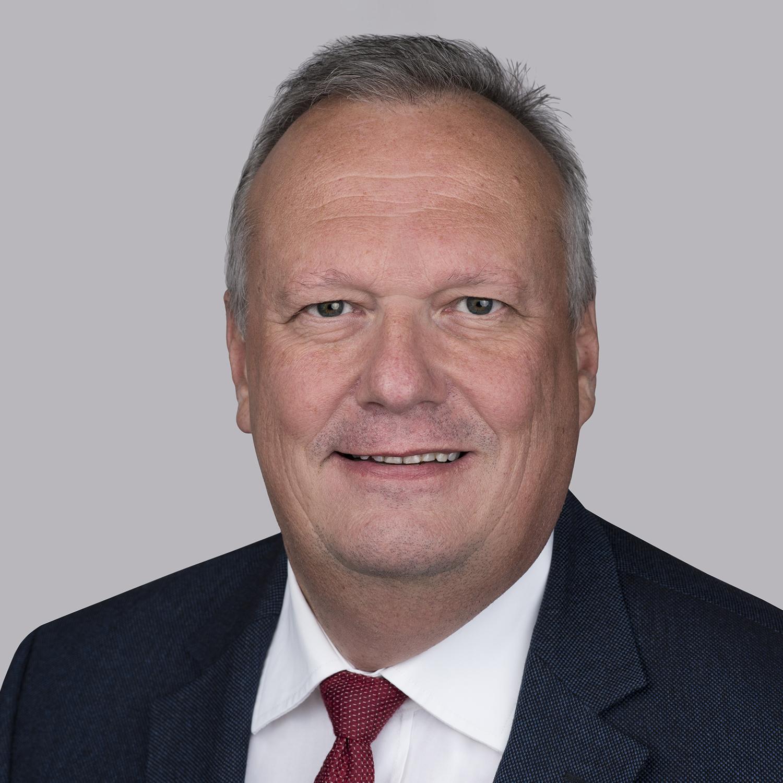 Ing. Klaus Borstner est actuellement président d'Essex Furukawa Magnet Wire Europe et dirige l'évolution continue et le leadership du marché de nos activités axées sur l'énergie dans le domaine du CTC et d'autres produits en cuivre multi-émaillés. Il a 30 ans d'expérience dans l'industrie électrique, à divers postes de direction, et au cours de sa carrière, il a développé une vaste expérience mondiale en vivant et en travaillant en Asie du Sud-Est, aux États-Unis et en Chine. Avant de travailler chez Essex, il a passé plus de 20 ans chez Elin, une société autrichienne devenue Siemens dans le domaine des applications HT et des transformateurs. Il est titulaire d'un diplôme en génie électrique qui l'aide à comprendre les processus et l'innovation.