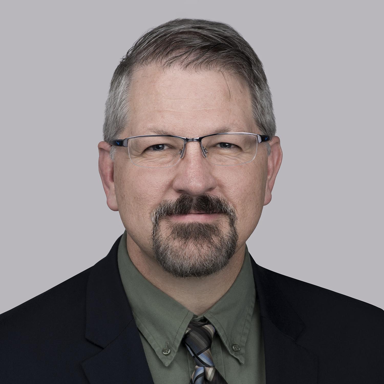 Matt Leach est le vice-président, introduction et innovation de nouveaux produits, Amérique du Nord pour Essex Furukawa. Il était responsable du lancement et de la supervision du centre d'innovation MagForceX au cours des trois dernières années. Leach travaille avec Superior Essex - avec des responsabilités croissantes - dans le domaine de la technologie et des opérations depuis près de 25 ans. Plus récemment, Leach a occupé le poste de vice-président des opérations pour Essex Amérique du Nord. Il est actuellement chargé de diriger une équipe d'experts dans une multitude de disciplines pour résoudre la prochaine vague de questions technologiques. Il a obtenu son baccalauréat ès sciences en génie mécanique du Rose-Hulman Institute of Technology et est titulaire d'un MBA de l'Université de l'Indiana.