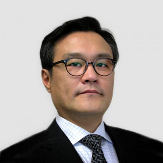 Brian Kim est le chef de la direction de Superior Essex, poste qu'il occupe depuis mai 2015. Au cours de son mandat, Kim a supervisé la création de la coentreprise mondiale Essex Furukawa, de l'unité commerciale stratégique automobile et d'Essex Malaisie. Kim a également dirigé le lancement des centres d'innovation MagForceX et la construction d'une installation de fil magnétique en Serbie. Avant d'occuper son poste au sein de la société, Kim a été président de LG Hausys America et directeur d'AT Kearny à Séoul, en Corée du Sud. Kim a obtenu son baccalauréat en statistiques appliquées de l'Université Yonsei, puis un Executive MBA de l'Université du Michigan.