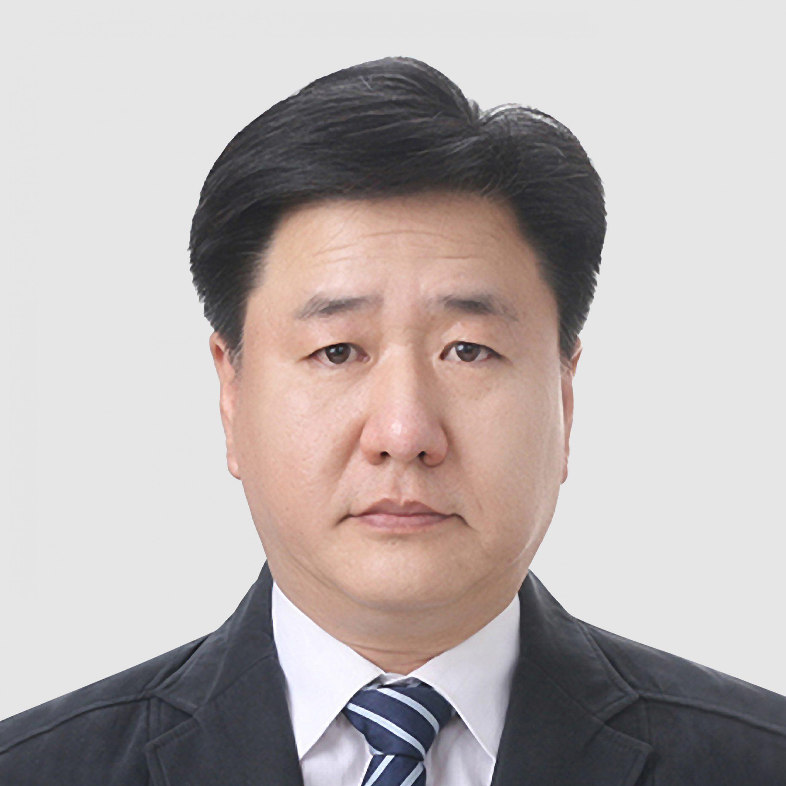 Joonhee (Albert) Lee est le directeur général, Essex Furukawa Magnet Wire China, un rôle qui se concentre sur l'industrie automobile avec un accent particulier sur les moteurs de traction. C'est un poste qu'il a occupé après l'achèvement de la coentreprise Essex Furukawa. Avant cela, Lee a passé quatre ans en tant que directeur exécutif de la technologie pour Essex Magnet Wire et au cours du dernier quart de siècle, Lee a été impliqué dans le développement de nouvelles technologies en mettant l'accent sur l'industrie automobile. Il a amélioré la conception des propriétés des fils magnétiques pour les applications motrices, ainsi que des propriétés améliorées pour l'émaillage. Lee a obtenu sa maîtrise en chimie industrielle à l'Université nationale de Kyungpook en Corée du Sud.